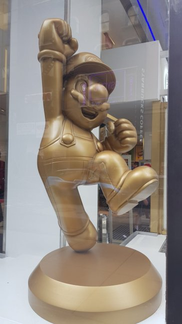 Estatua de Mario Dorada